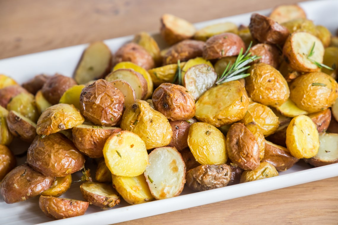 Air Fryer Crispy Garlic Potatoes
