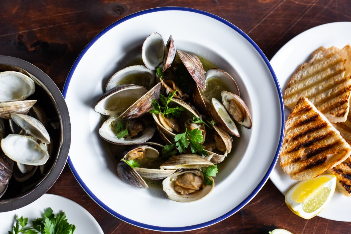 Pressure Cooker Clams in Garlic Butter Sauce