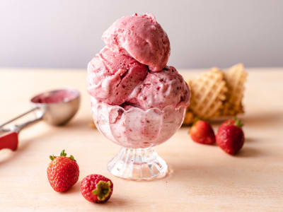 Image forBlender Strawberry Frozen Yogurt