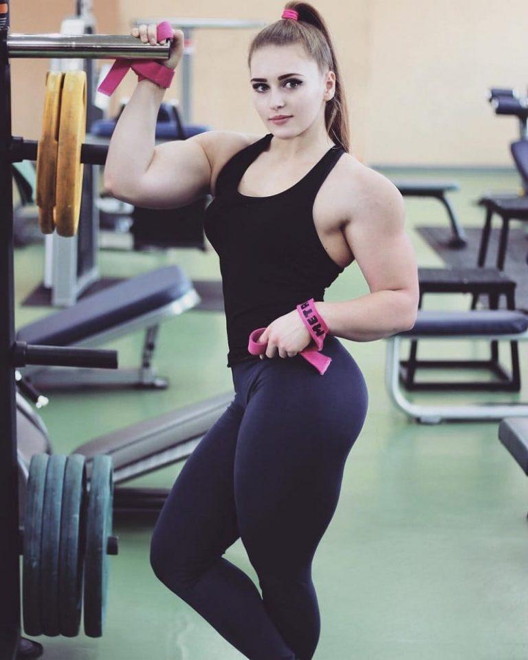 Julia Vins in Gym