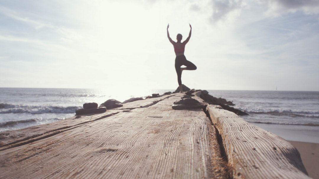 3 postures de yoga pour retrouver son énergie