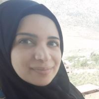 Libanaise, Passionnée d'arabe et de son enseignement. J'ai un M2 en enseignement de l'arabe à des locuteurs no natifs