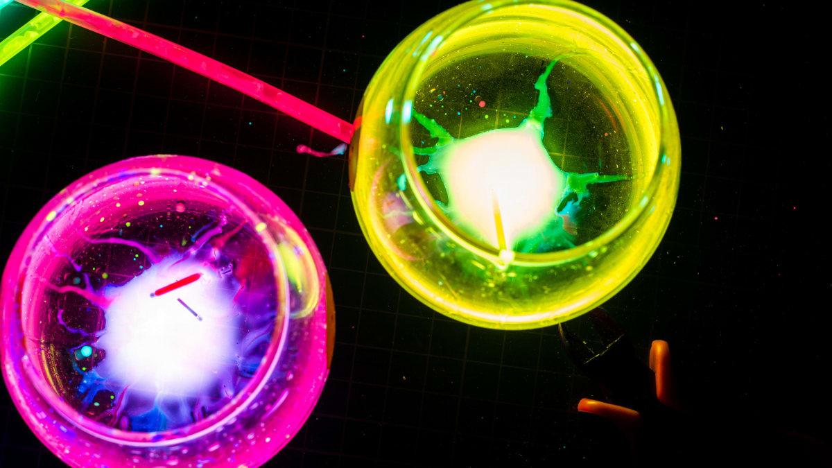 How to make a luminous liquid at home