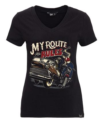 Queen Kerosin T Shirt mit V Ausschnitt Retro Still in schwarz