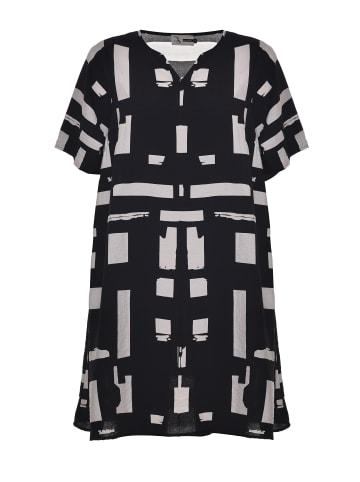 Studio kurzes Blusenkleid Birgitte in black white patterned