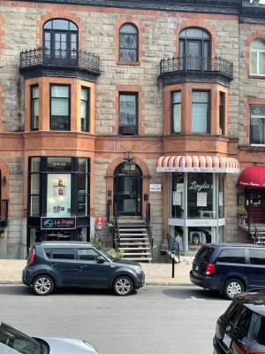 1,300 sqft Commercial Space - Crescent Street