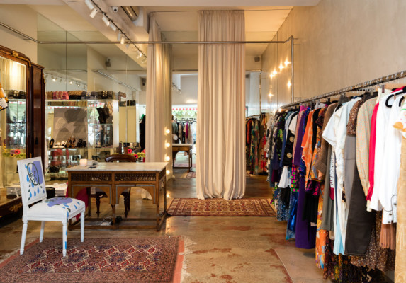 Well-Known Luxurious Fashion Consignment Shop