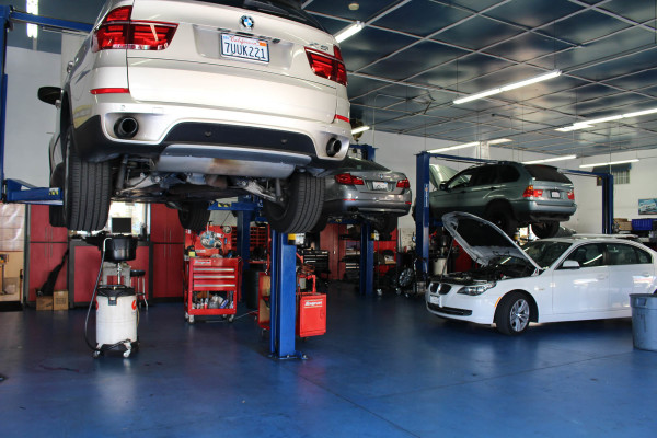 High-End Automotive Repair Shop with Real Estate