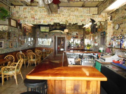 Cozy Maui Bar