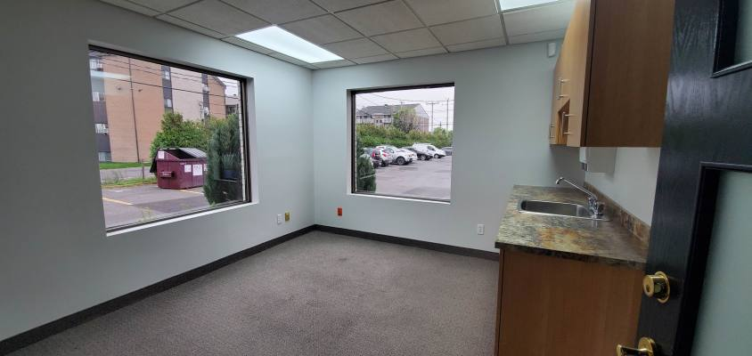 Saint-Jean Offices for Rent 1500p2 on the ground floor