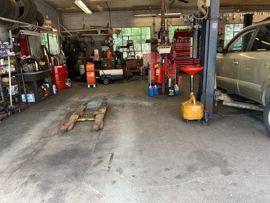 Unbranded Gas & Auto Shop for Sale in NY