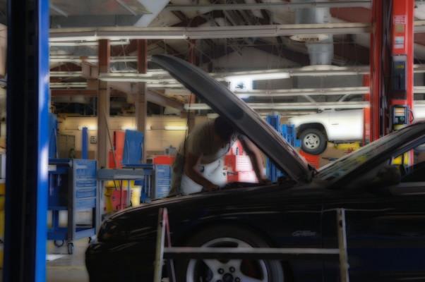 Diverse Auto Repair Shop in Northern Phoenix