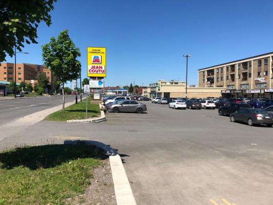2,800 sqft Mainfloor Shopping Mall on Sherbrooke