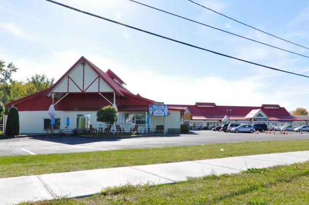 St-Jean - Local for Rent Domaine de la Santé