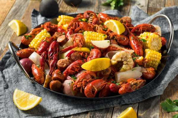 Restaurant/Bar w/Cajun & Seafood Specialty