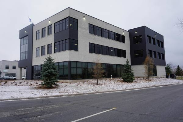 From 500 to 16,000 sq.ft. Office Space La Prairie
