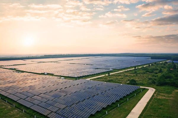 Fast-Growing Solar Panel Installation Company