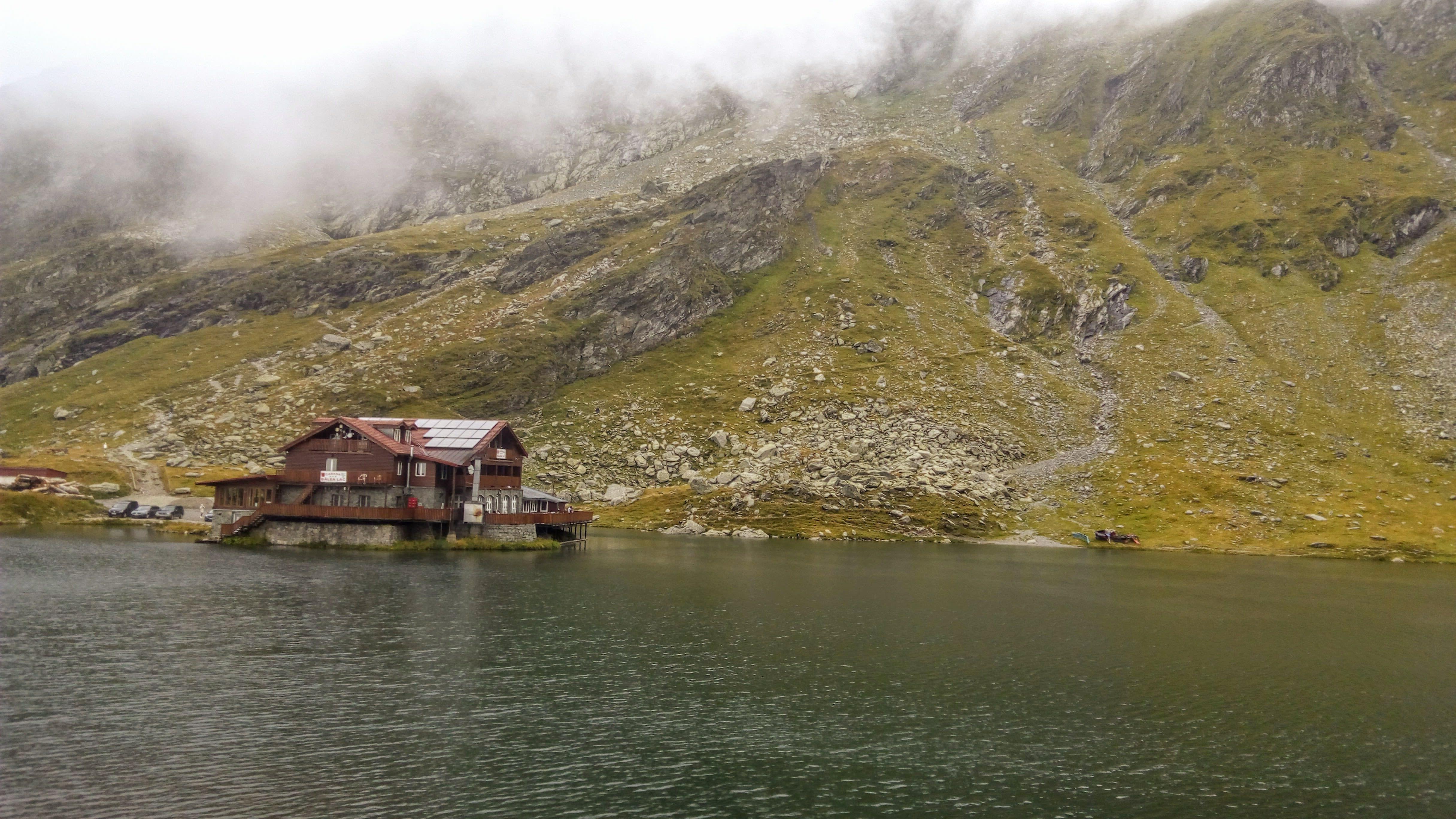 Cabana si Lacul Balea