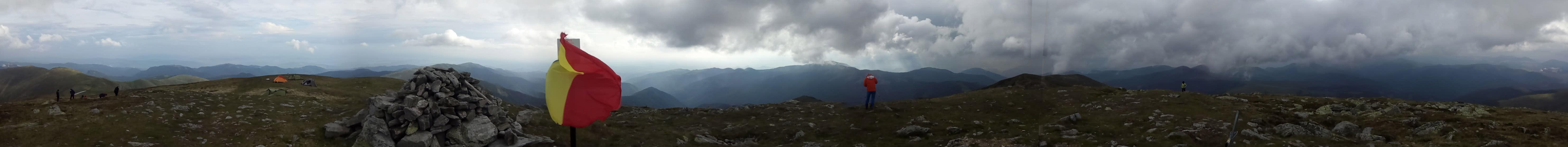Panorama de pe Varful Leaota.