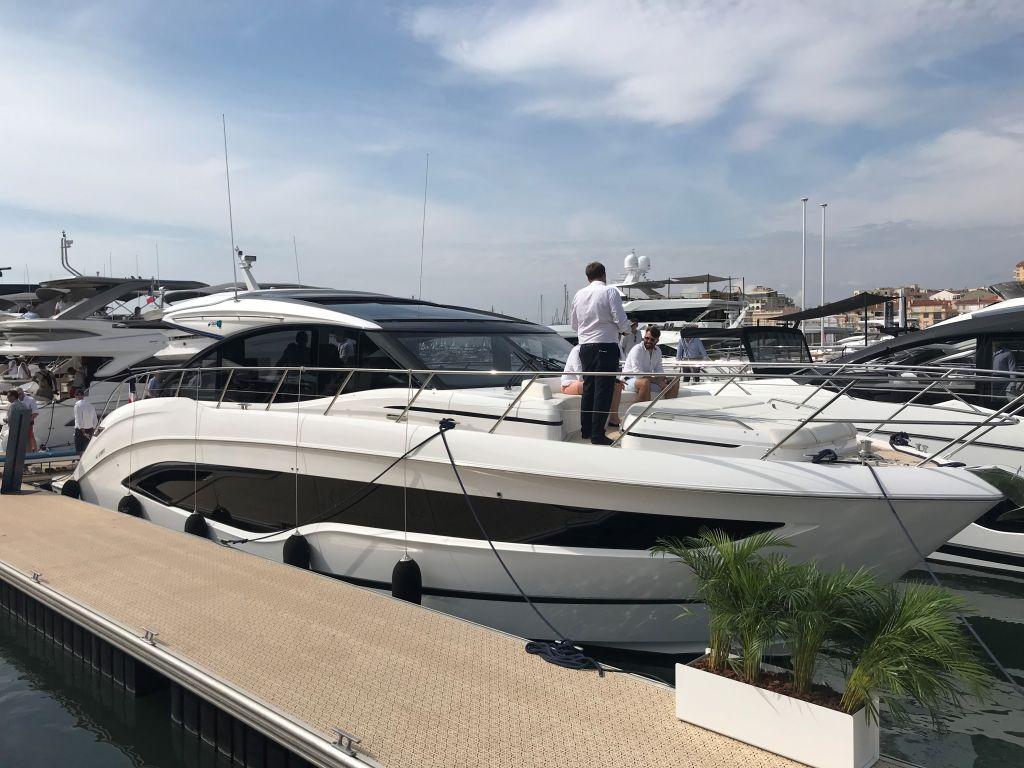 princess v55 beim cannes yachting festival