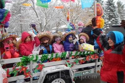 Girl_scout_float_2015_CC_parade.jpg