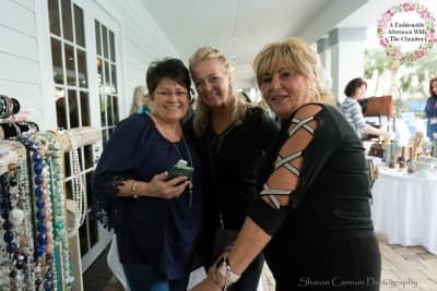 Diane-Prescott-With-Customers-Mainstreet-Salon-2018.jpg