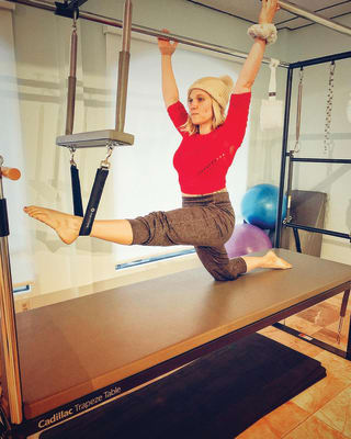 Kasey-Powers-at-Pilates-body-and-bodies-in-motion-studio-Ruskin-for-chamber-yoga-5x6.5-inat300-CMYK.jpg