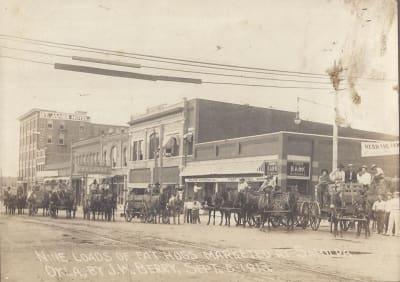 Sapulpa-1913---Hogs-being-taken-to-market.jpg