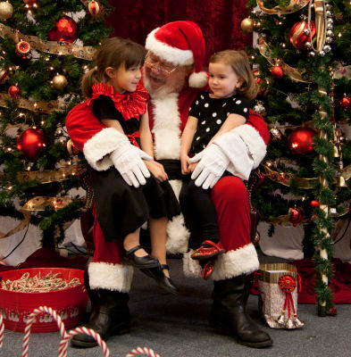 018---Santa-Claus-with-two-girls---Copy.jpg