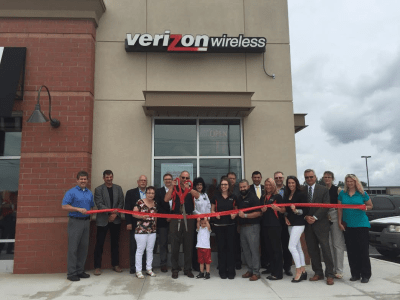 Verizon_Ribbon_cutting.png