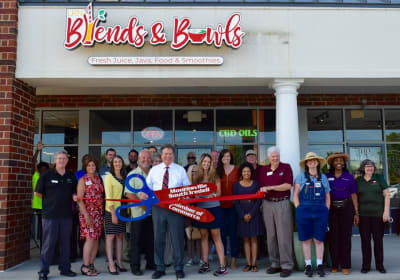 LKN-Blends-and-Bowls-Ribbon-Cutting.jpg