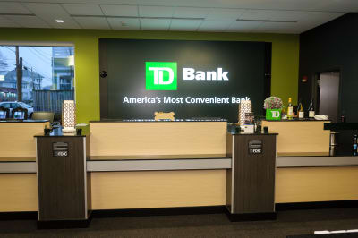 WBCC-TDBank-RibbonCutting-031016-004.jpg