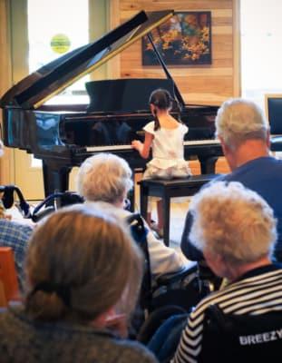 hovland-pianist-640x480.jpg