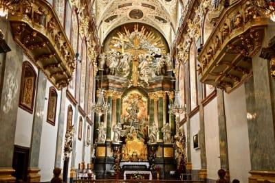 Jasna-Gra-Monastery-Black-Madonna-AdobeStock_177005786-w1392.jpg