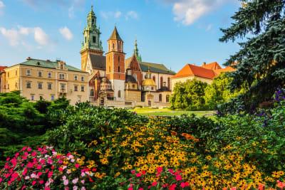 Krakow---Castle-of-Wawel-AdobeStock_222293562-w1499.jpg