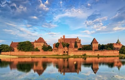 Malbork-castle-AdobeStock_85306695-w1125.jpg
