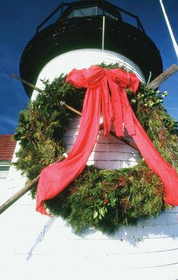 Galvin.300.-Stroll.-brant-point-wreath-upclose.jpg