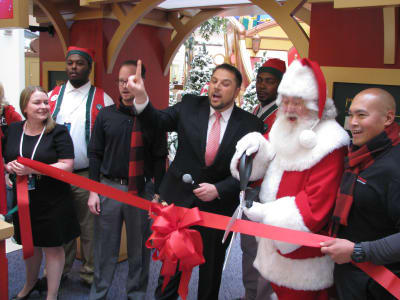 Santa's-Arrival---Twelve-Oaks-Mall.JPG