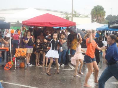 Crowd-Rain-(10).JPG