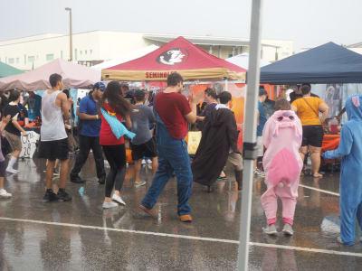 Crowd-Rain-(11).JPG