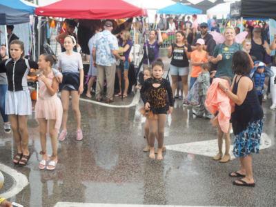 Crowd-Rain-(14).JPG