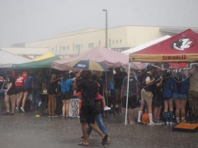 Crowd-Rain-(3).JPG