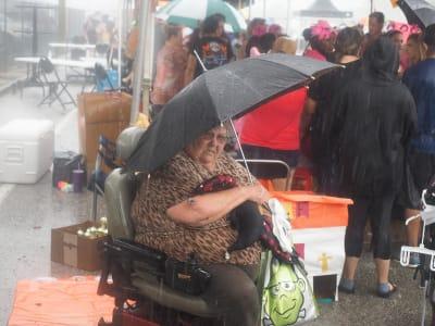 Crowd-Rain-(4).JPG