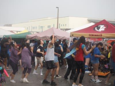 Crowd-Rain-(7).JPG