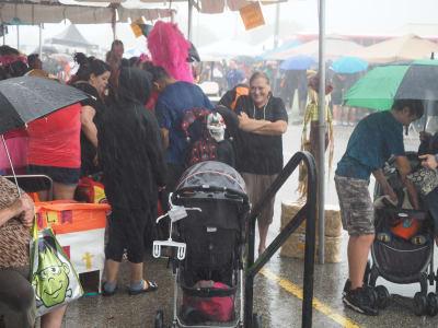 Crowd-Rain.JPG