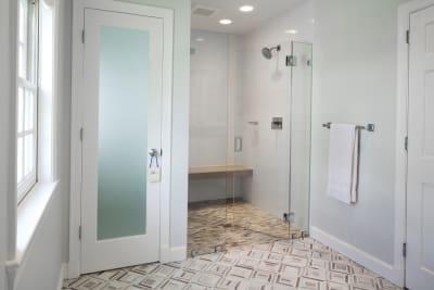 Residential-bath-Gilday-75-100-finalist-1024x683.jpg