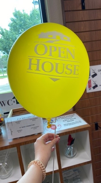 Balloon Holder provided by Williamson County Association of Realtors®