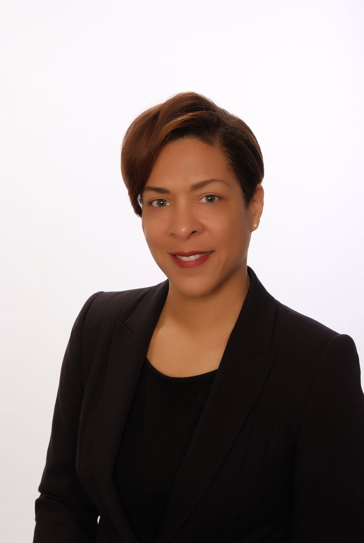 ABIR Welcomes Bermudian Suzanne Williams as Director of Policy & Regulation; Thanks Leila Madeiros for Her Service