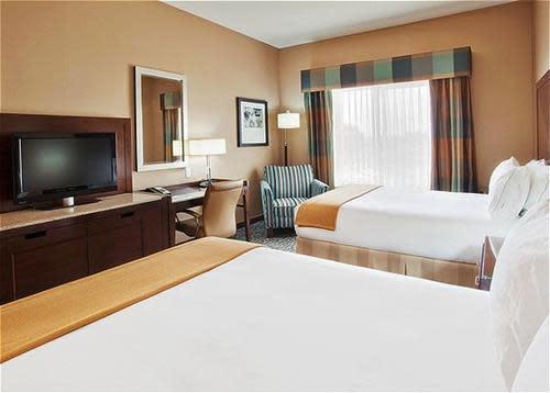 Two_Queen_Bed_Guest_Room_1.jpg