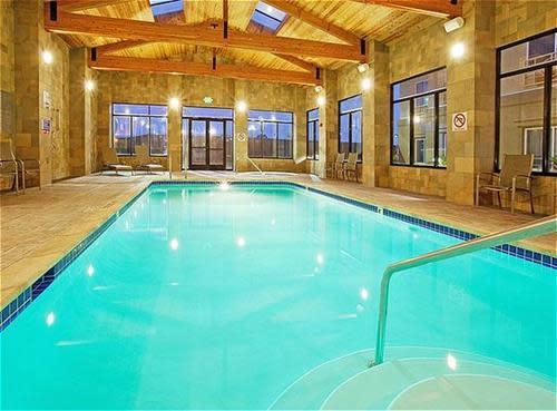 Pool_House_1.jpg